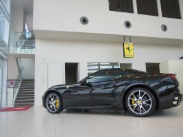 Прикрепленное изображение: Black-Ferrari-California.jpg