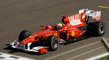 Прикрепленное изображение: Felipe_Massa_Ferrari_during_Bahrain_2010_GP.jpg