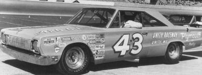 Прикрепленное изображение: Petty`s Plymouth GTX №43.jpg