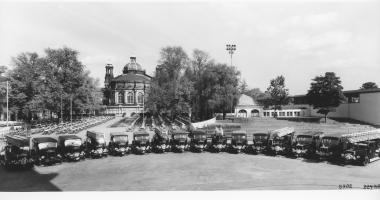Прикрепленное изображение: Fire-fighting combinations for Dresden, 1935, powered by twelve-cylinder Maybach engines.jpg