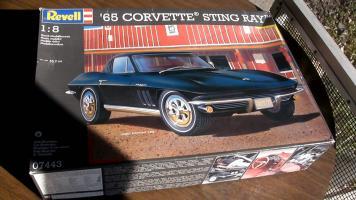 Прикрепленное изображение: Revell - 18 scale \'65 Corvette In-box review-0-00-05-253.jpg