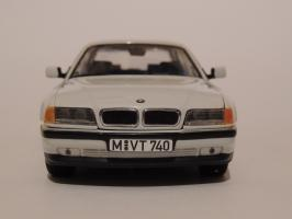Прикрепленное изображение: BMW 740i 3.JPG