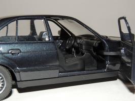 Прикрепленное изображение: BMW 535i 9.JPG