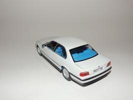 Прикрепленное изображение: BMW 740i 2.JPG