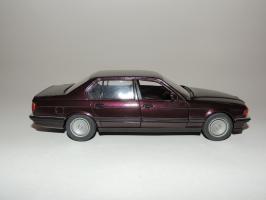 Прикрепленное изображение: BMW 750IL 3.JPG