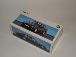 Прикрепленное изображение: BMW 740i 0.JPG
