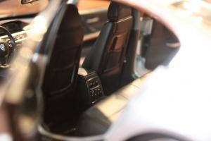 Прикрепленное изображение: 3er(E90)-Sedan-salon4.jpg