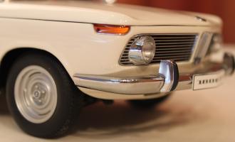 Прикрепленное изображение: 1800 TI-SA (E10) 02-Sedan-1971- speredi blizko fara.jpg