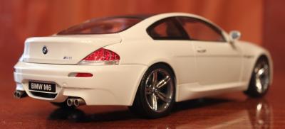 Прикрепленное изображение: 6er-M6(E63)Coupe-szadi sboku.jpg