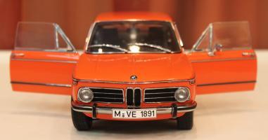 Прикрепленное изображение: 2000-(E6)02-Touring-1971- speredi otkriti dveri.jpg