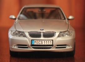 Прикрепленное изображение: 3er(E90)-Sedan-speredi.jpg