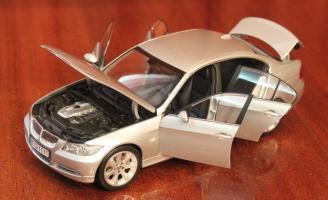 Прикрепленное изображение: 3er(E90)-Sedan-speredi sboku vse otkrito.jpg
