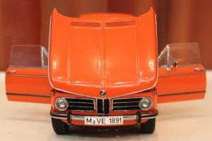 Прикрепленное изображение: 2000-(E6)02-Touring-1971- speredi otkriti dveri i kapot.jpg