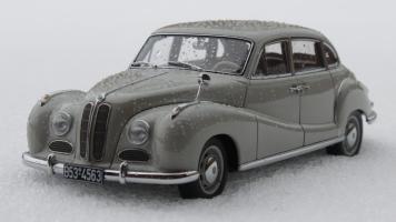 Прикрепленное изображение: Bmw 501(1952 years)-speredi sboku.jpg