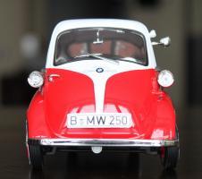Прикрепленное изображение: BMW Isetta 250-speredi.jpg