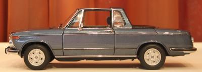 Прикрепленное изображение: 2002 (E10) 02 Cabrio(1971)-sboku.jpg