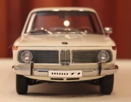 Прикрепленное изображение: 1800 TI-SA (E10) 02-Sedan-1971- speredi.jpg