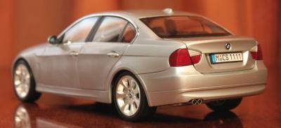 Прикрепленное изображение: 3er(E90)-Sedan-szadi sboku.jpg