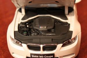 Прикрепленное изображение: 3er(E92)M3-Coupe-motor.jpg