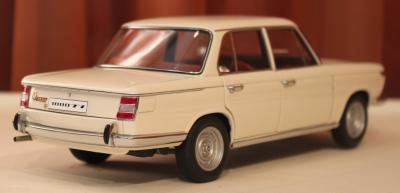 Прикрепленное изображение: 1800 TI-SA (E10) 02-Sedan-1971- szadi sboku.jpg