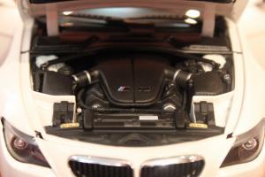 Прикрепленное изображение: 6er-M6(E63)Coupe-motor (1).jpg