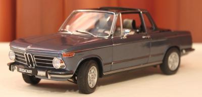 Прикрепленное изображение: 2002 (E10) 02 Cabrio(1971)-speredi sboku.jpg