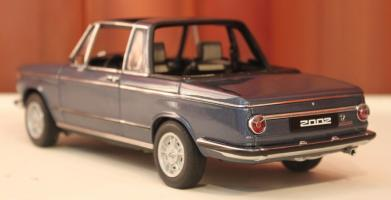 Прикрепленное изображение: 2002 (E10) 02 Cabrio(1971)-szadi sboku.jpg