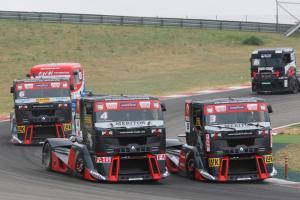 Прикрепленное изображение: 4fb9fcbea50c320120521_renault_trucks_Sun_race1.jpg