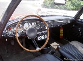 Прикрепленное изображение: салон BMW 1600 GT.jpg