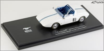 Прикрепленное изображение: 1962 Ford Mustang I Concept Tribute Edition hand-signed by Dan Gurney - Automodello - AM-FOR-M1C-TE - 7_small.jpg