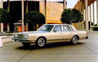 Прикрепленное изображение: Lincoln Town Car 1981.jpg