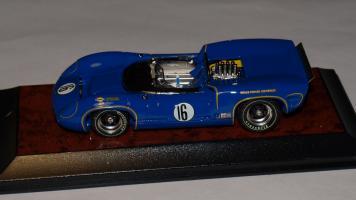 Прикрепленное изображение: Lola T70 Mk.2 Chevrolet     St. Jovite Can-Am 1966.jpg