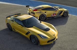 Прикрепленное изображение: 2015-chevrolet-corvette-z06-and-c7r.jpg
