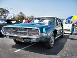 Прикрепленное изображение: 1969_Blue_Ford_Thunderbird_front_low.jpg