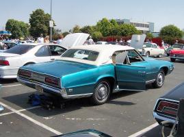 Прикрепленное изображение: 1969_Blue_Ford_Thunderbird_rearquarter.jpg