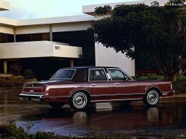 Прикрепленное изображение: lincoln_town_car_1985_images_1.jpg