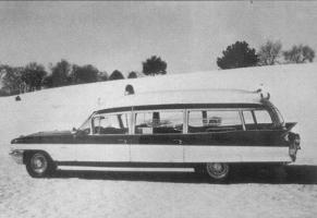 Прикрепленное изображение: 1963 Cadillac Ambulance.jpg