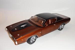 Прикрепленное изображение: Dodge Charger Super bee Hemi Magnum 1971 Dark bronze - Ertl (3).JPG