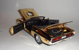 Прикрепленное изображение: Dodge Challenger 426 Hemi Convertible Gold (18).JPG