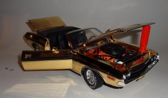 Прикрепленное изображение: Dodge Challenger 426 Hemi Convertible Gold (15).JPG