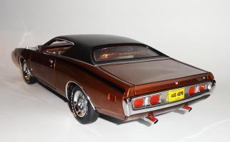 Прикрепленное изображение: Dodge Charger Super bee Hemi Magnum 1971 Dark bronze - Ertl (9).JPG