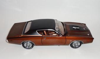 Прикрепленное изображение: Dodge Charger Super bee Hemi Magnum 1971 Dark bronze - Ertl (6).JPG