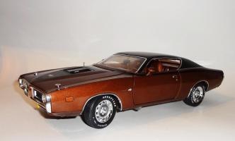 Прикрепленное изображение: Dodge Charger Super bee Hemi Magnum 1971 Dark bronze - Ertl (2).JPG