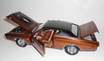 Прикрепленное изображение: Dodge Charger Super bee Hemi Magnum 1971 Dark bronze - Ertl (14).JPG