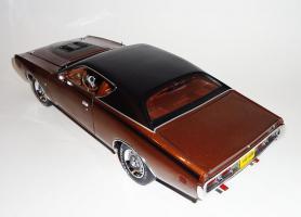 Прикрепленное изображение: Dodge Charger Super bee Hemi Magnum 1971 Dark bronze - Ertl (10).JPG