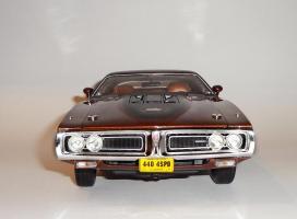 Прикрепленное изображение: Dodge Charger Super bee Hemi Magnum 1971 Dark bronze - Ertl.JPG