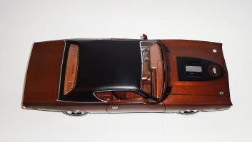 Прикрепленное изображение: Dodge Charger Super bee Hemi Magnum 1971 Dark bronze - Ertl (7).JPG