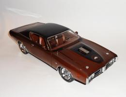Прикрепленное изображение: Dodge Charger Super bee Hemi Magnum 1971 Dark bronze - Ertl (4).JPG