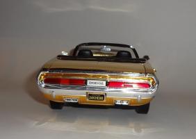 Прикрепленное изображение: Dodge Challenger 426 Hemi Convertible Gold (13).JPG