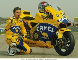 Прикрепленное изображение: Max-Biaggi-Portrait-March-2003-01-e1352309330383.jpg